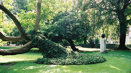 Paris statue bourdelle au luxembourg ludwig van for Arbres jardin du luxembourg